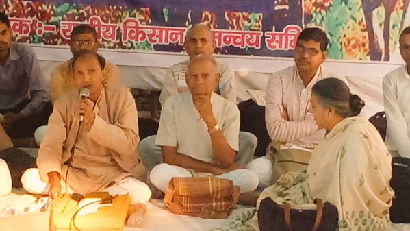 Dr Vandana Shiva joins farmers' protest at Jantar Mantar