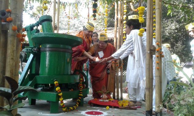 Heritage at work: (From left to right) Environmental activist Vandana Shiva and her sister Meera inaugurate a new ghani (traditional oil press) at Magan Sangrahalaya in Wardha, Maharashtra; Vibha Gupta, director of the centre, looks on.
